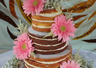 Naked wedding cakes with Fresh Flowers